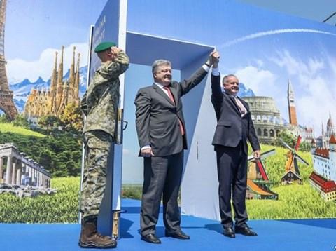 Công dân Ukraine phấn khởi vì ngày đầu tiên được miễn thị thực vào EU từ 11/6/2017